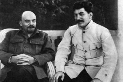 Сталин в 1922 в Горках с Лениным